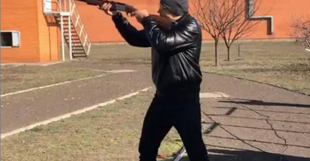 'Кілер': Усик взявся за рушницю 'перед захистом лаври' - опубліковано відео