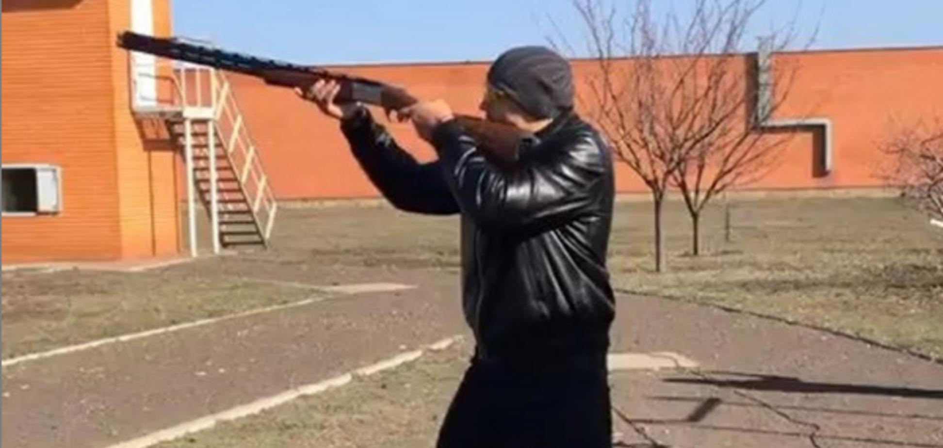 'Киллер': Усик взялся за ружье 'перед защитой лавры' — опубликовано видео