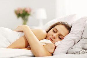 Здоровий сон: скільки потрібно спати дорослим і дітям