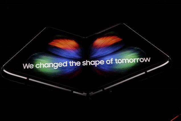 Революционный гибкий смартфон Samsung Galaxy Fold представили официально