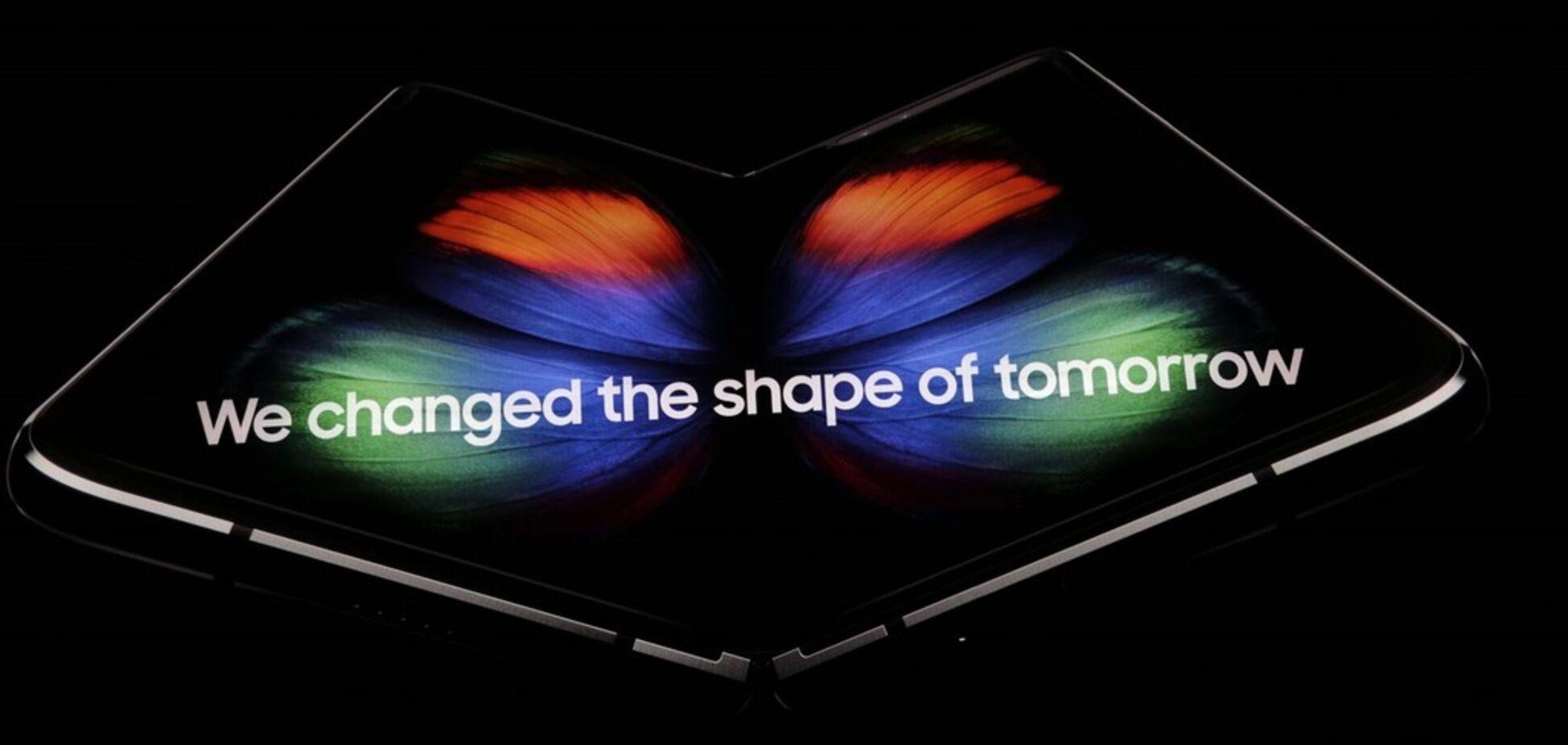 Революційний гаджет: Samsung презентувала перший гнучкий смартфон