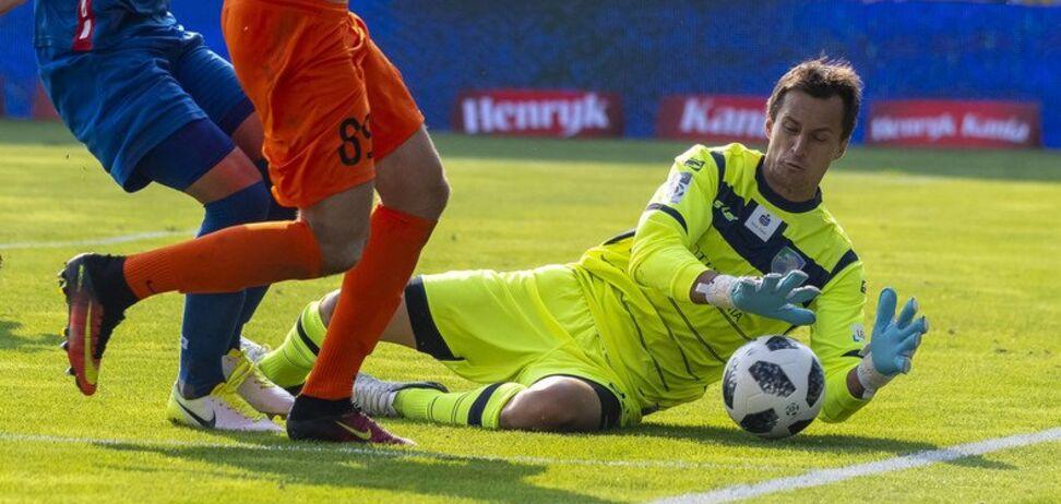 Знаменитий український воротар припустився жахливого ляпу у матчі за новий клуб — опубліковане відео
