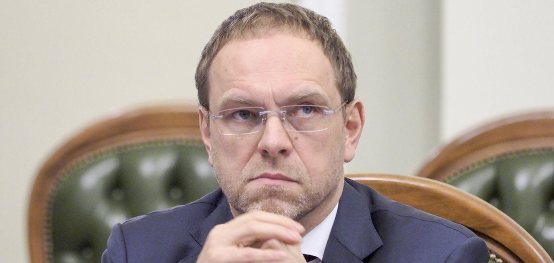 Трусливые и непрофессиональные суды помогают власти фальсифицировать выборы – Власенко