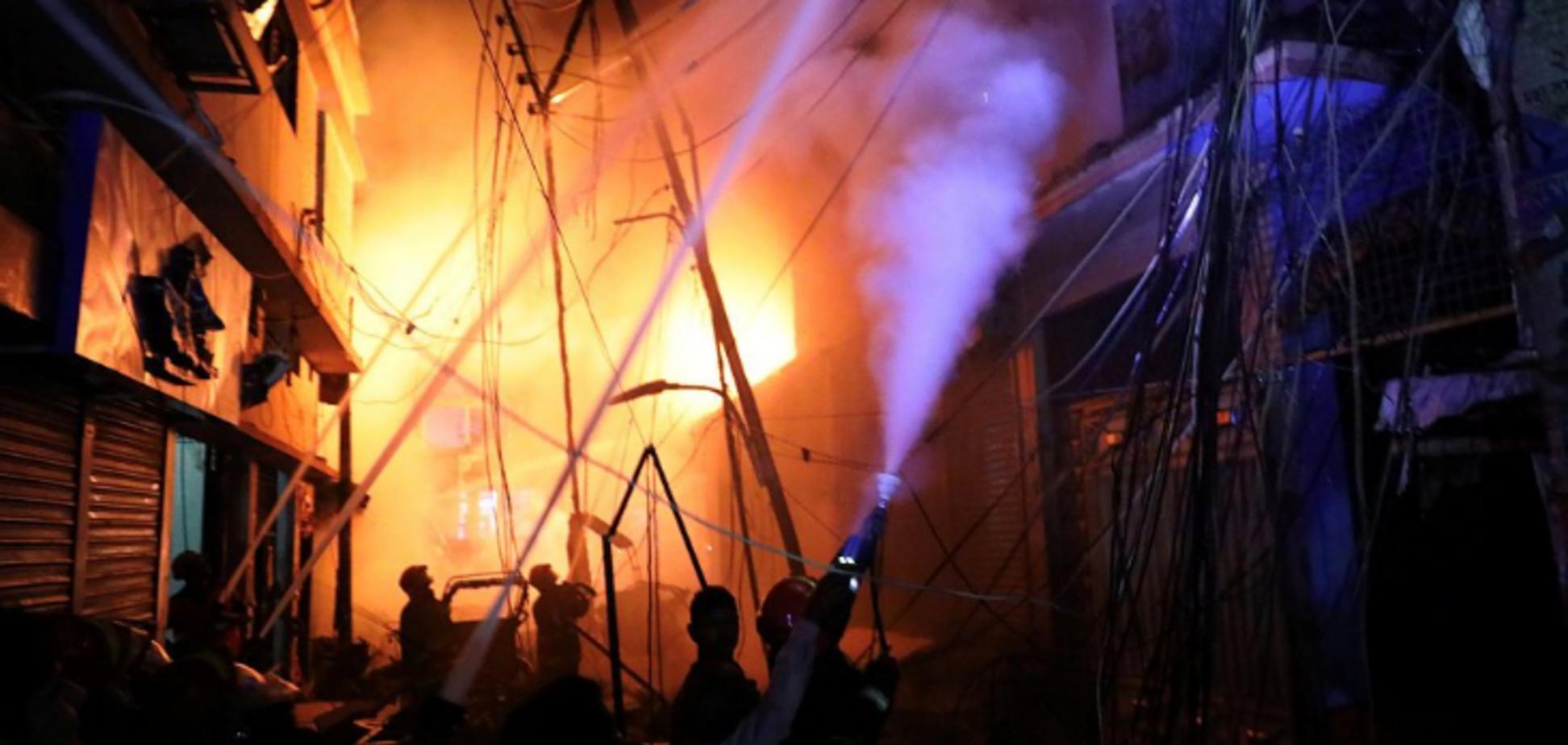 Будинок був нашпигований хімією: у Бангладеш заживо згоріли десятки людей. Усі подробиці НП