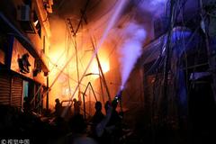 Дом был нашпигован химией: в Бангладеш заживо сгорели десятки людей. Все подробости ЧП