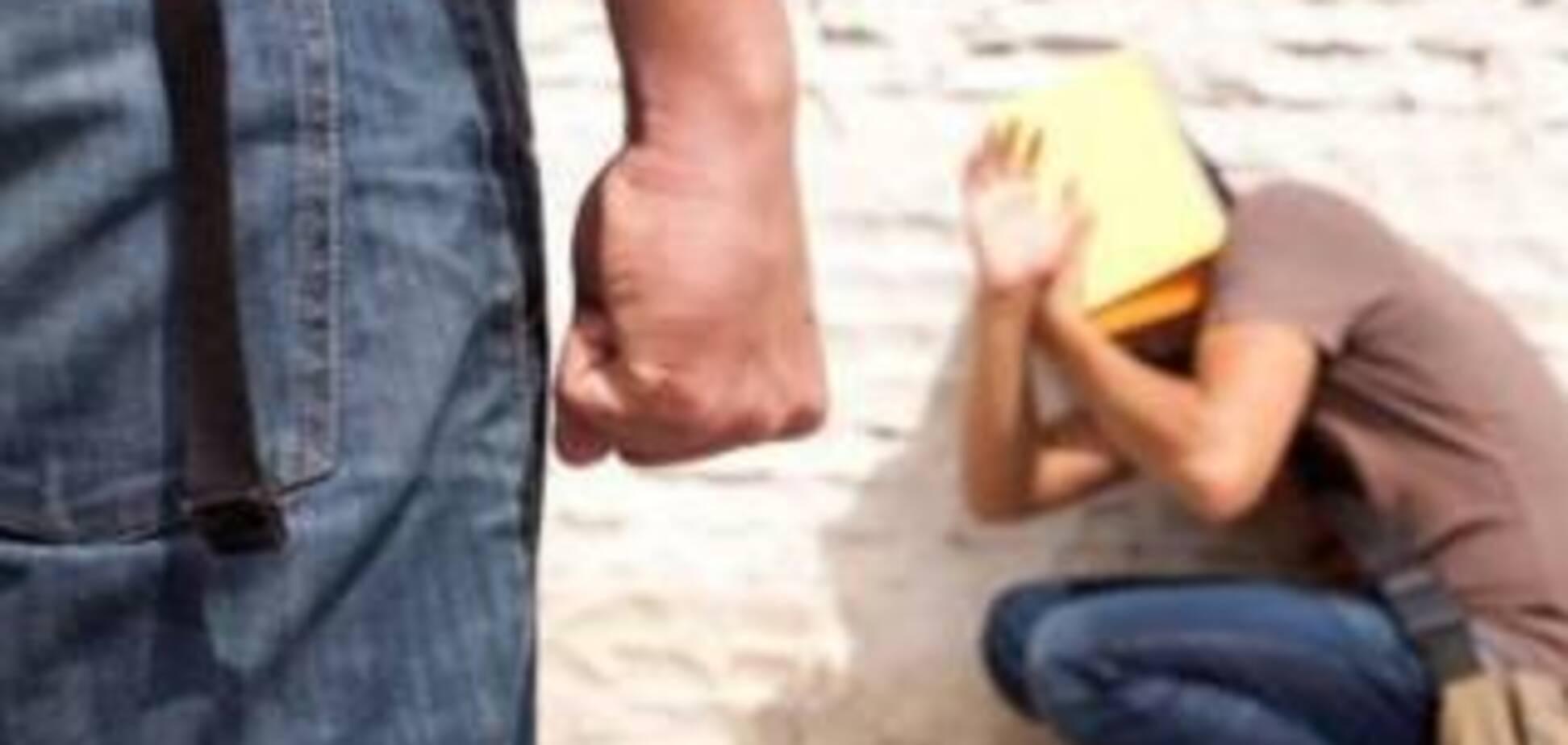 Схопив за волосся і вдарив у скроню: на Житомирщині вчитель оскандалився, побивши дитину