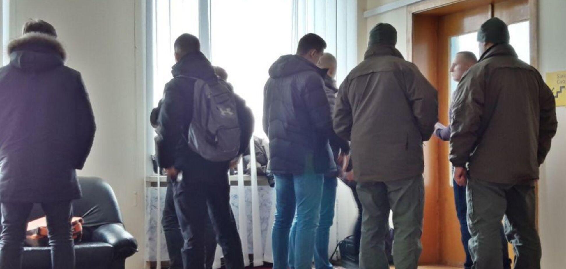 НАБУ нагрянуло с обыском в Полтавскую ОГА: первые подробности и фото