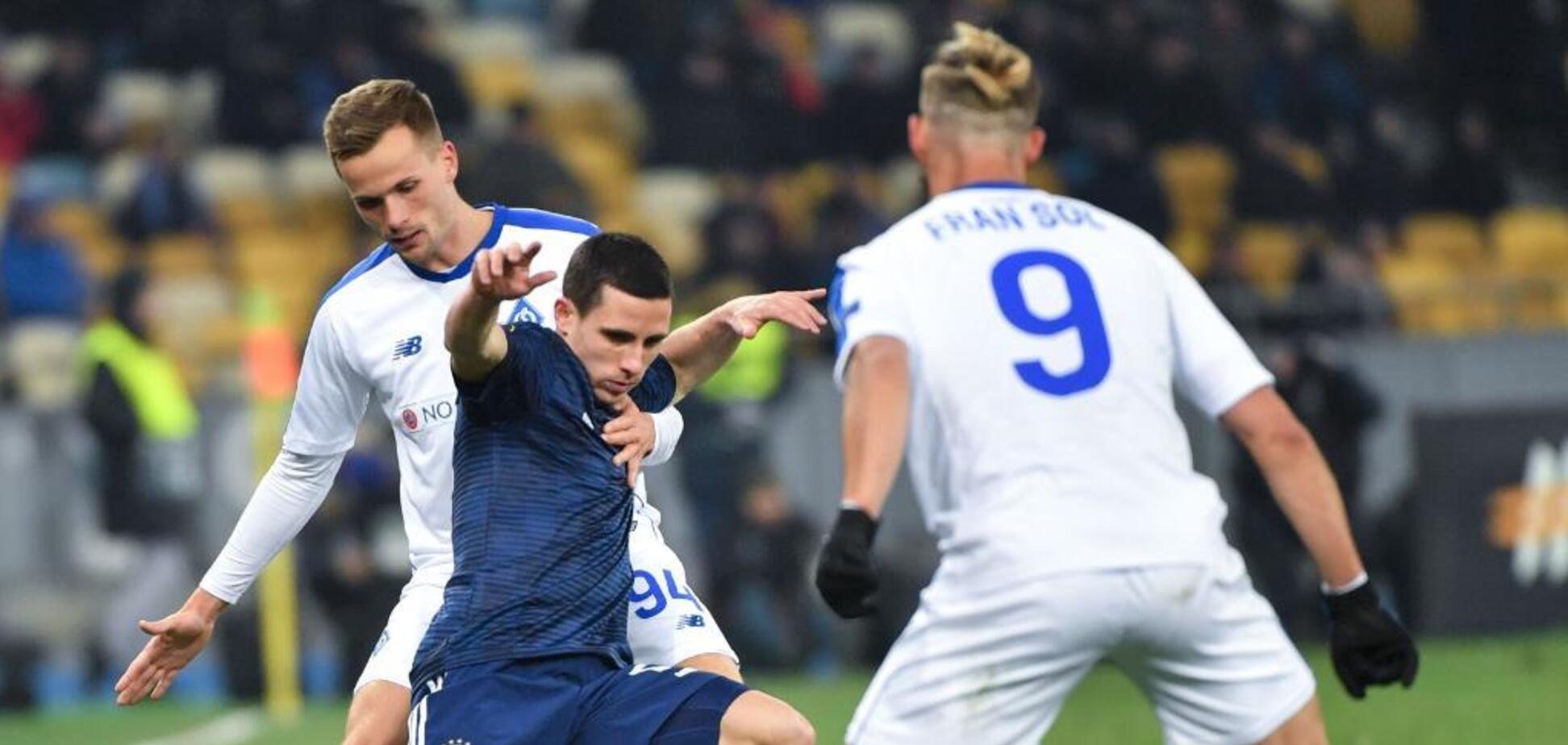 Футболіст 'Олімпіакоса' влаштував погром на 'Олімпійському' після поразки від 'Динамо': фотофакт