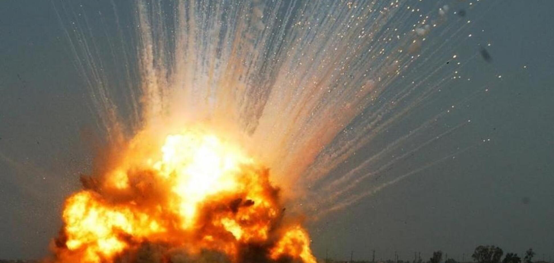 'Гори-гори ясно!' ВСУ засняли 'праздничный фейерверк' со складом боеприпасов террористов