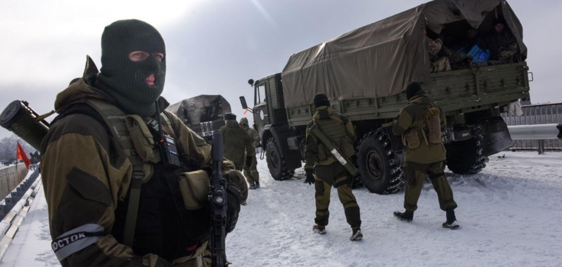 'Откопали в шахтах!' Террористы 'ДНР' засветили вооружение с экипажем ихтамнетов