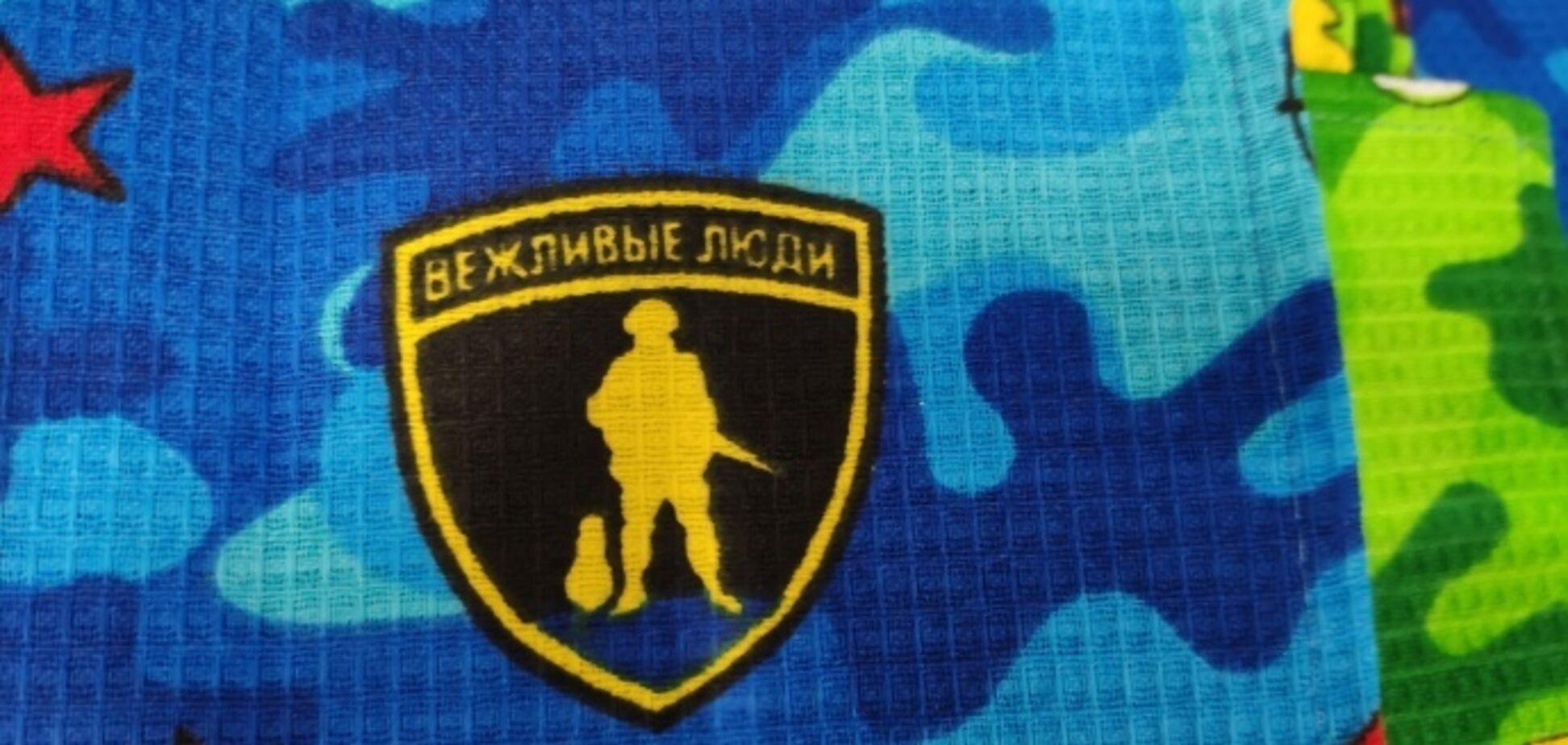 'Мужиков хотел поздравить!' В Беларуси разгорелся скандал из-за 'вежливых людей'. Фотофакт