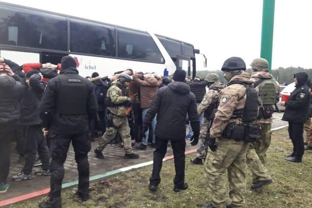 Полиция проверяет автобус