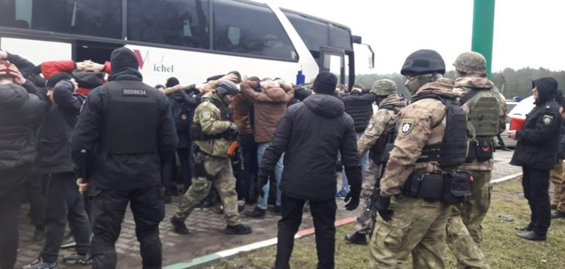 В Одессу послали автобусы с вооруженными людьми: спецназ взял 'титушек'