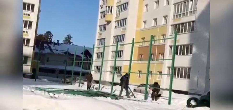 У Барнаулі суд зніс майданчик через скаргу пенсіонерки на стукіт м'яча