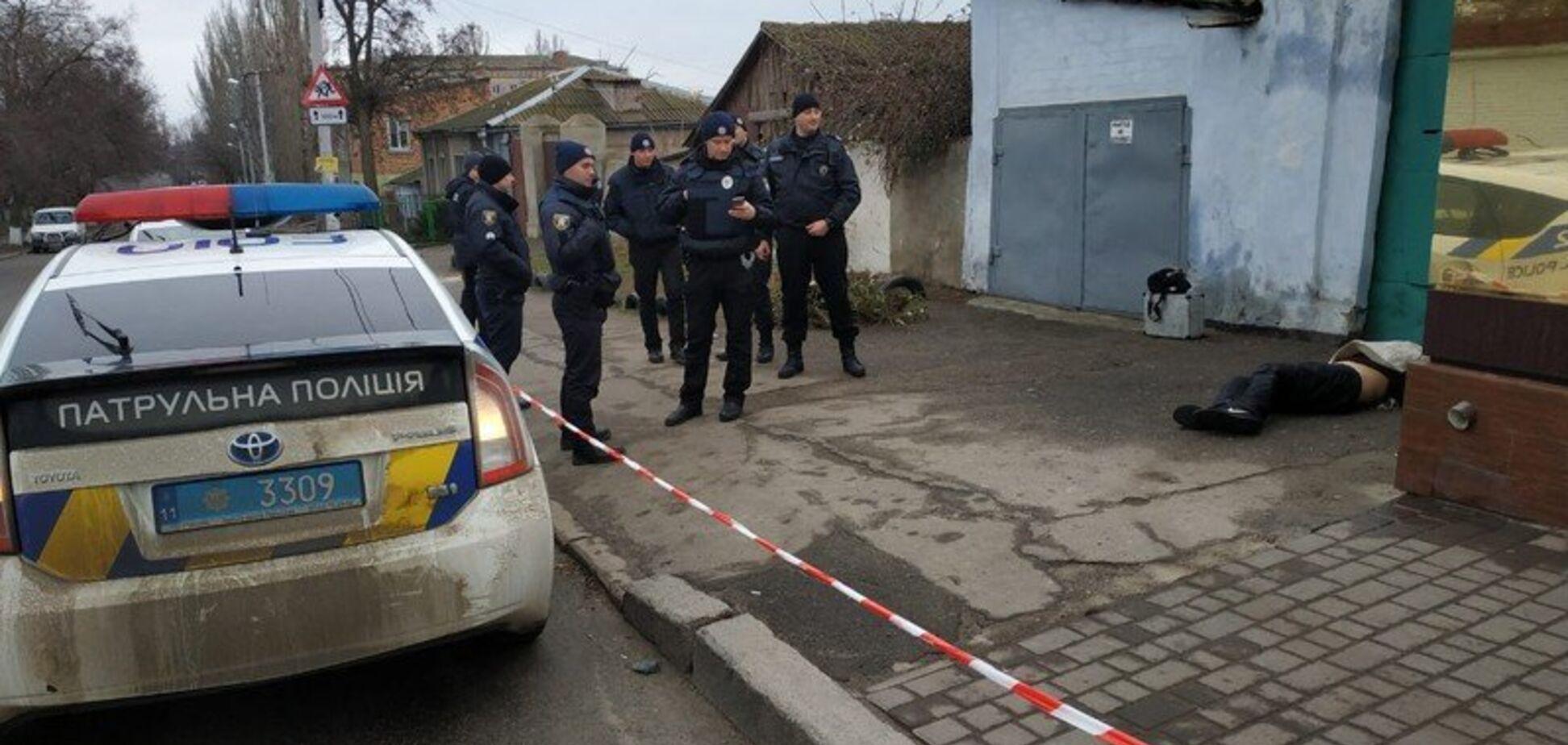 Тіло підкинули: у центрі Миколаєва знайшли труп із понівеченим обличчям. Фото 18+