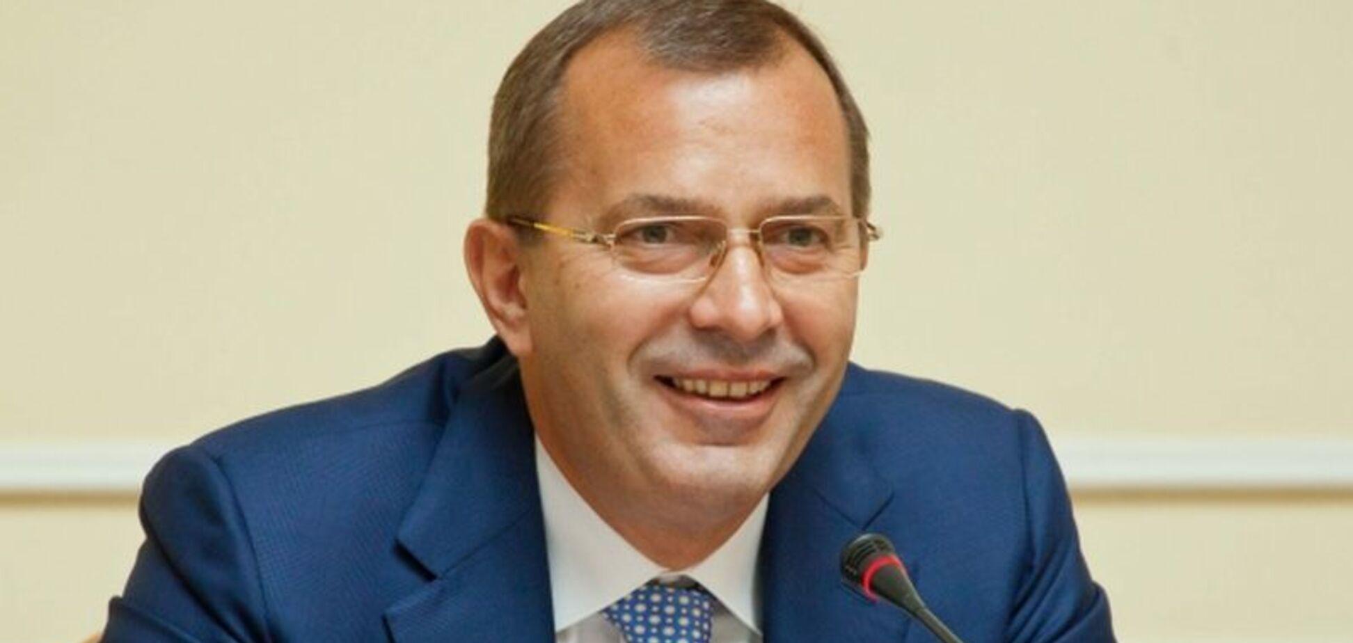 ЄС раптово зняв санкції з поплічника Януковича: що трапилося
