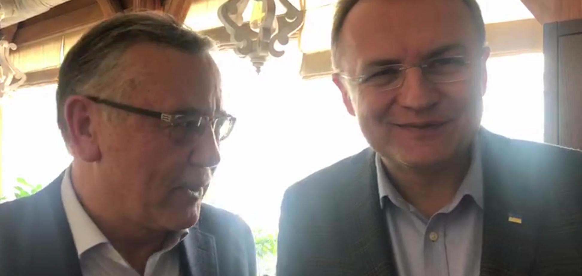 Гриценка і Садового засікли у ресторані Києва. Фото і відео