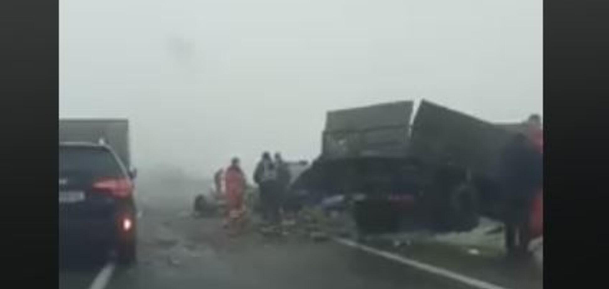 ''Вот ваши дороги, с*ки!'' Украинцев шокировало видео массовых аварий на ''убитой'' трассе