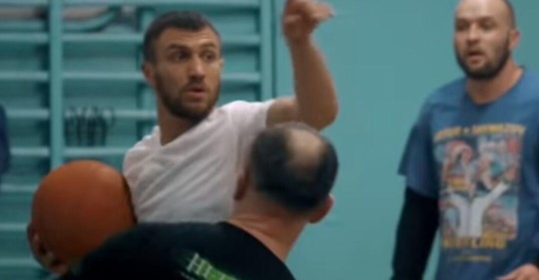 ''Я люблю эту игру'': Ломаченко показал эффектное видео, как играет в баскетбол
