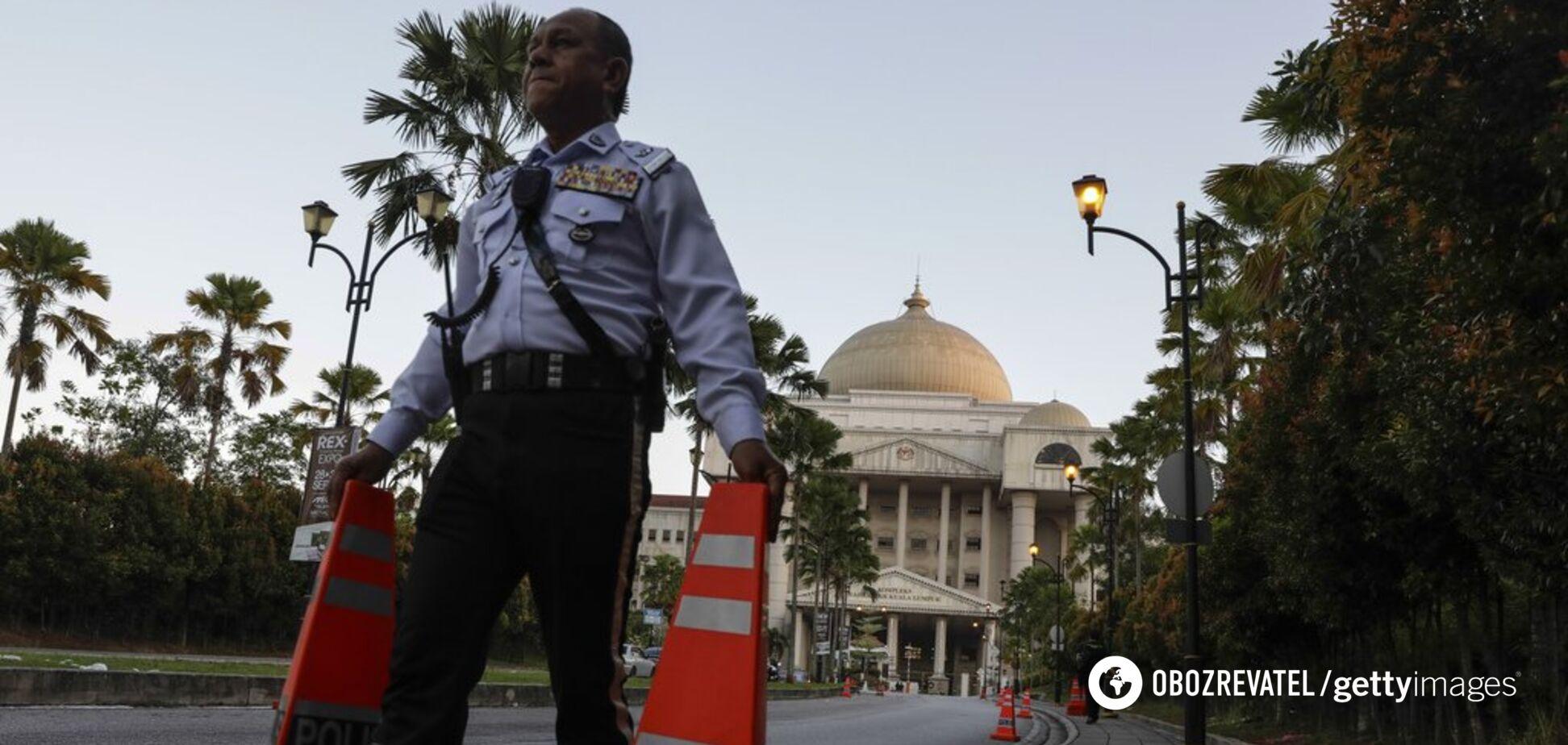 Жонглювали дитиною! Росіяни потрапили в гучний скандал в Малайзії. Відео