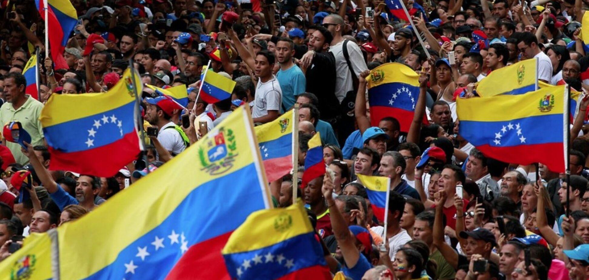 Борьба двух президентов в Венесуэле: в конфликте объявился неожиданный посредник