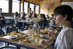 Российская гимназия накормила учеников червями: фото и подробности громкого скандала