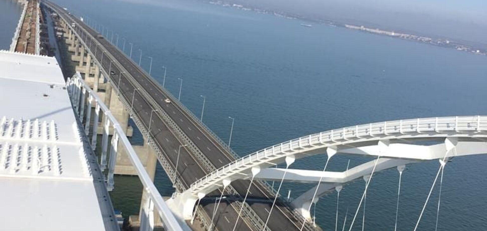 У мережу потрапили свіжі фото Кримського мосту, який ''розповзається'