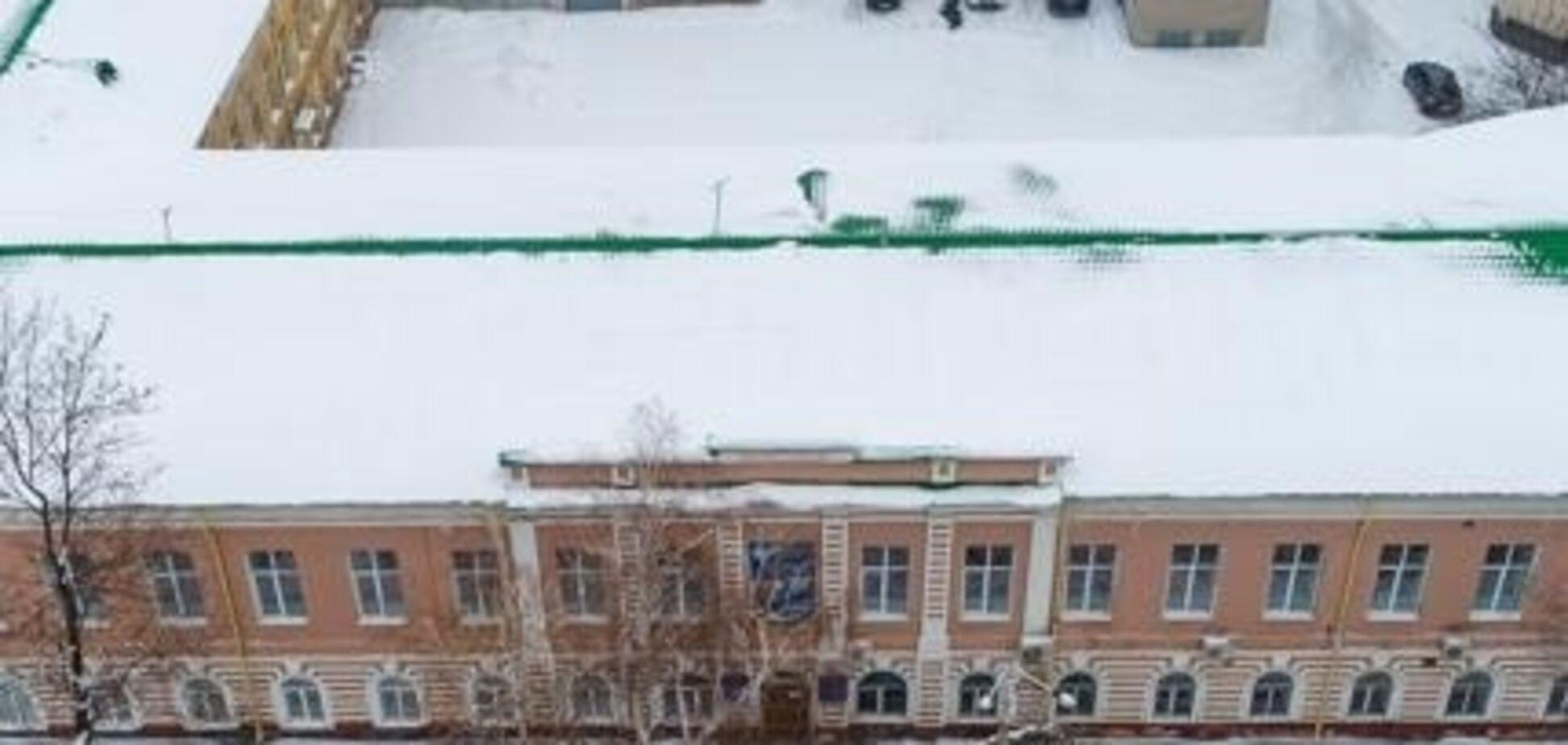 В здании приемной комиссии Днепропетровской медакадемии работает детский магазин