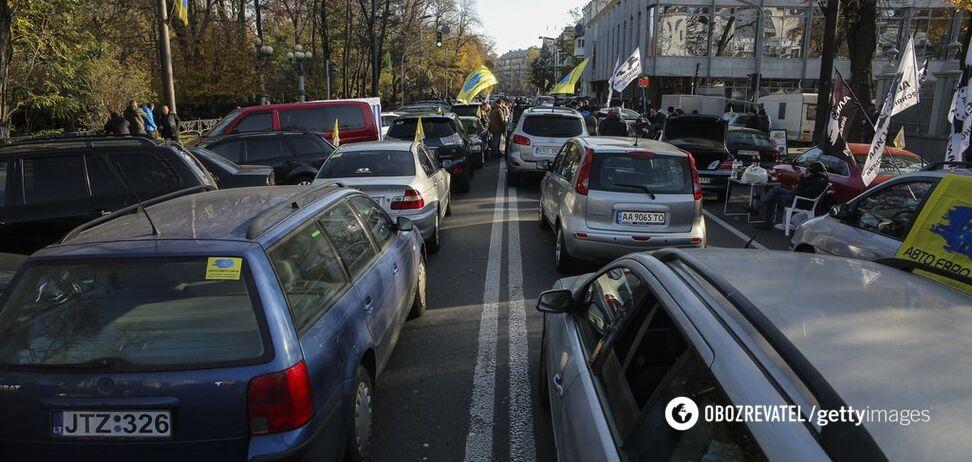 На три месяца: в Раде хотят продлить срок растаможки ''евроблях''