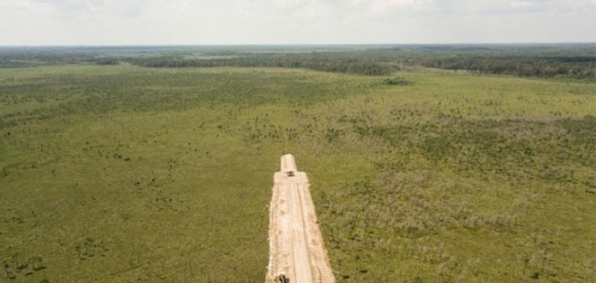 Лукашенко будує військові дороги до України: у Білорусі забили на сполох