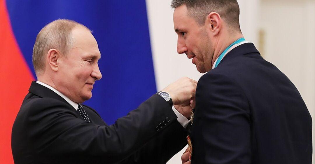 ''Вали в свою Россию!'' Хоккейного подлизу Путина унизили в США — видеофакт