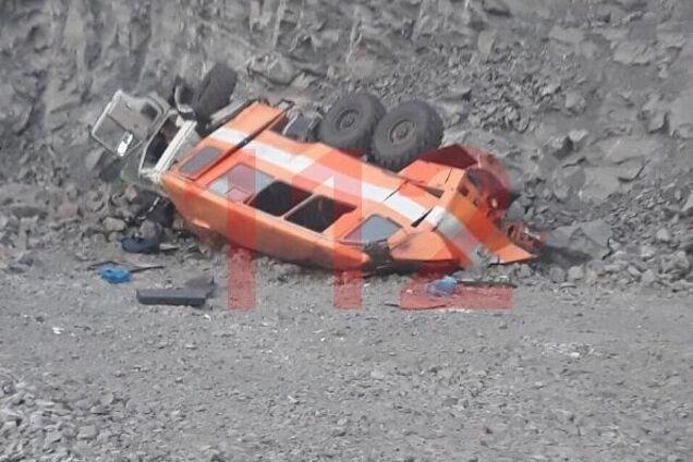 В России автобус рухнул с высоты 40 м: много жертв