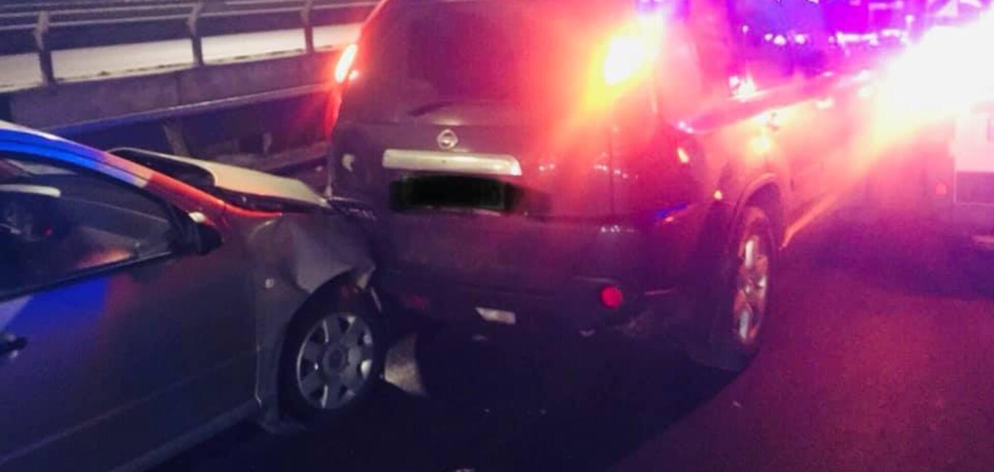В Киеве патрульную зажало между авто: появились новые детали ДТП
