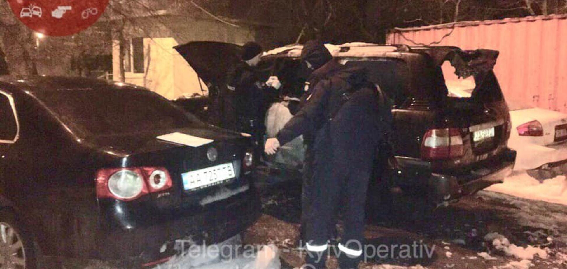 Бросили ''коктейль Молотова'': в Киеве неизвестные подожгли парковку авто