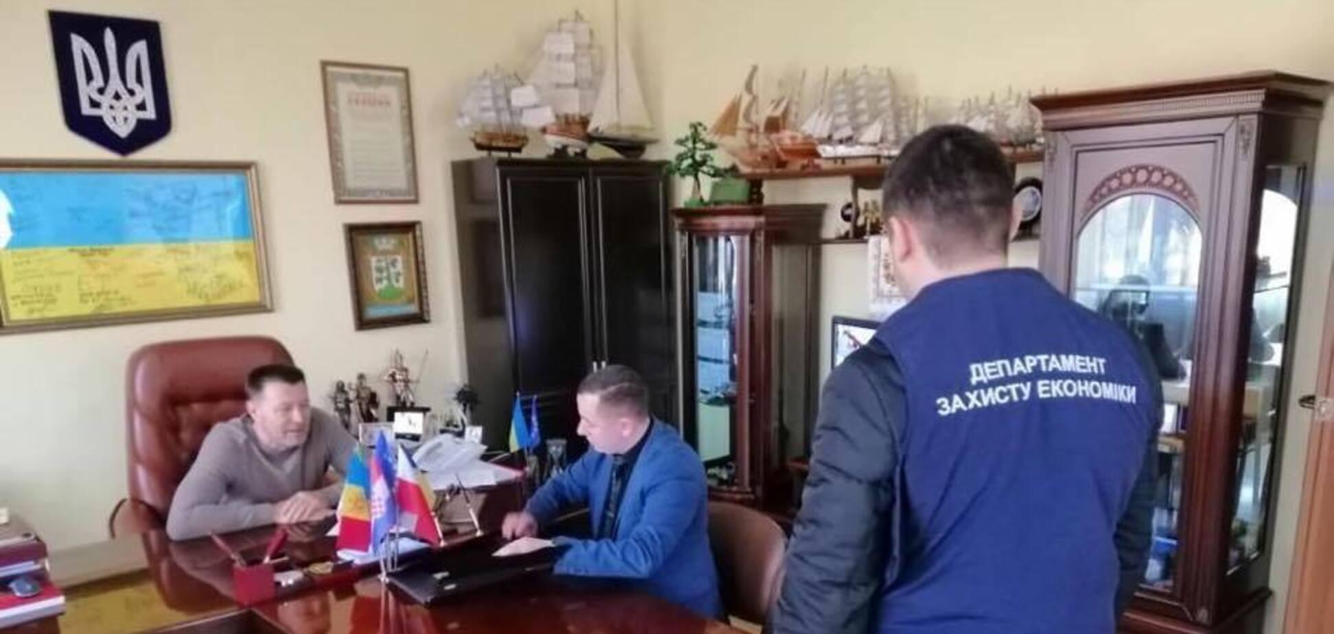 Мэра украинского города поймали на крупной взятке: все подробности