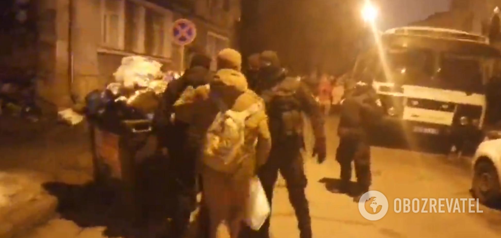 В Киеве возле управления полиции произошла новая потасовка: эксклюзивное видео
