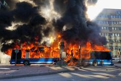 У Стокгольмі вибухнув рейсовий автобус: фото і відео події