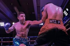 Непереможний український боксер ефектно виграв бій у США