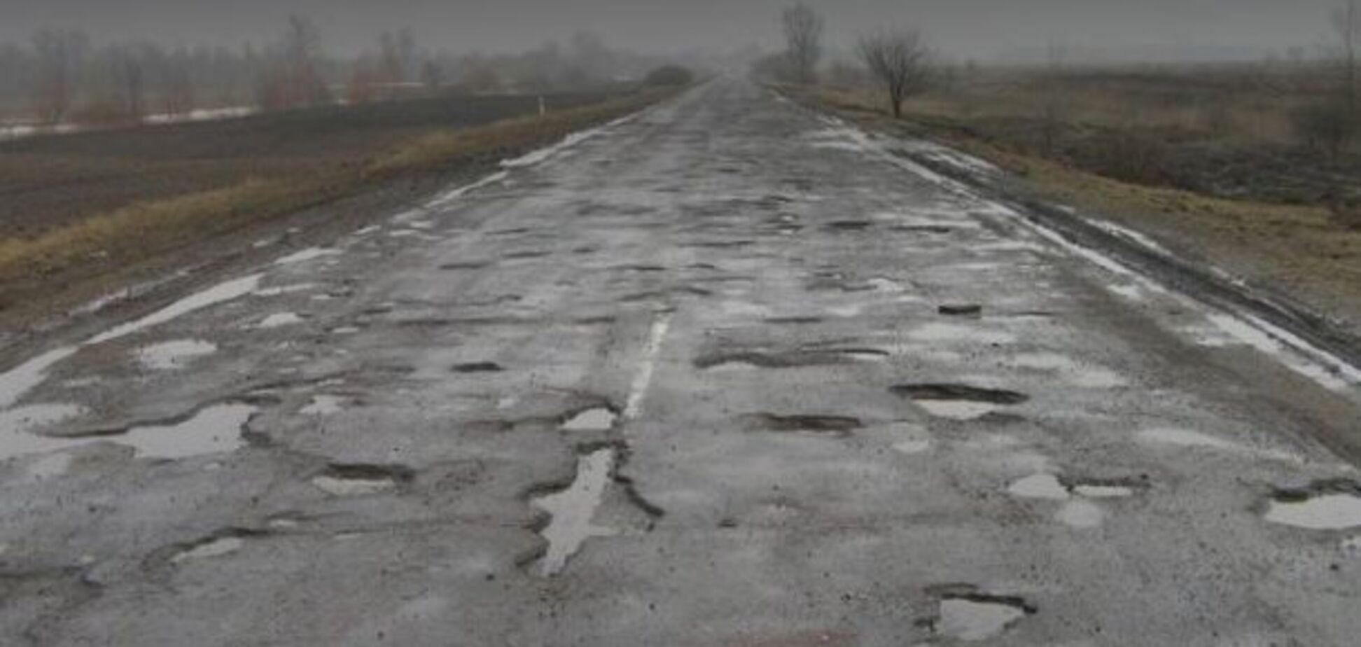 'Чудові дороги!' Український заступник міністра потрапив у яму і вилетів у кювет