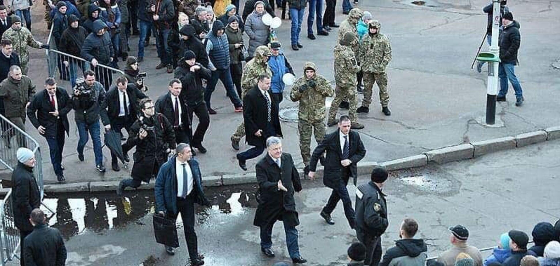'Порошенко сбежал с митинга': росСМИ поймали на позорном фейке