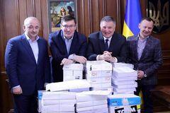 Разворовали миллиарды: дело о масштабной коррупции 'вертолетных налоговиков' Януковича попало в суд