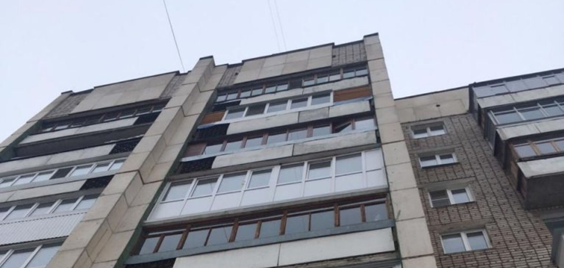 У Росії горе-матір викинула дитину з вікна. Фото