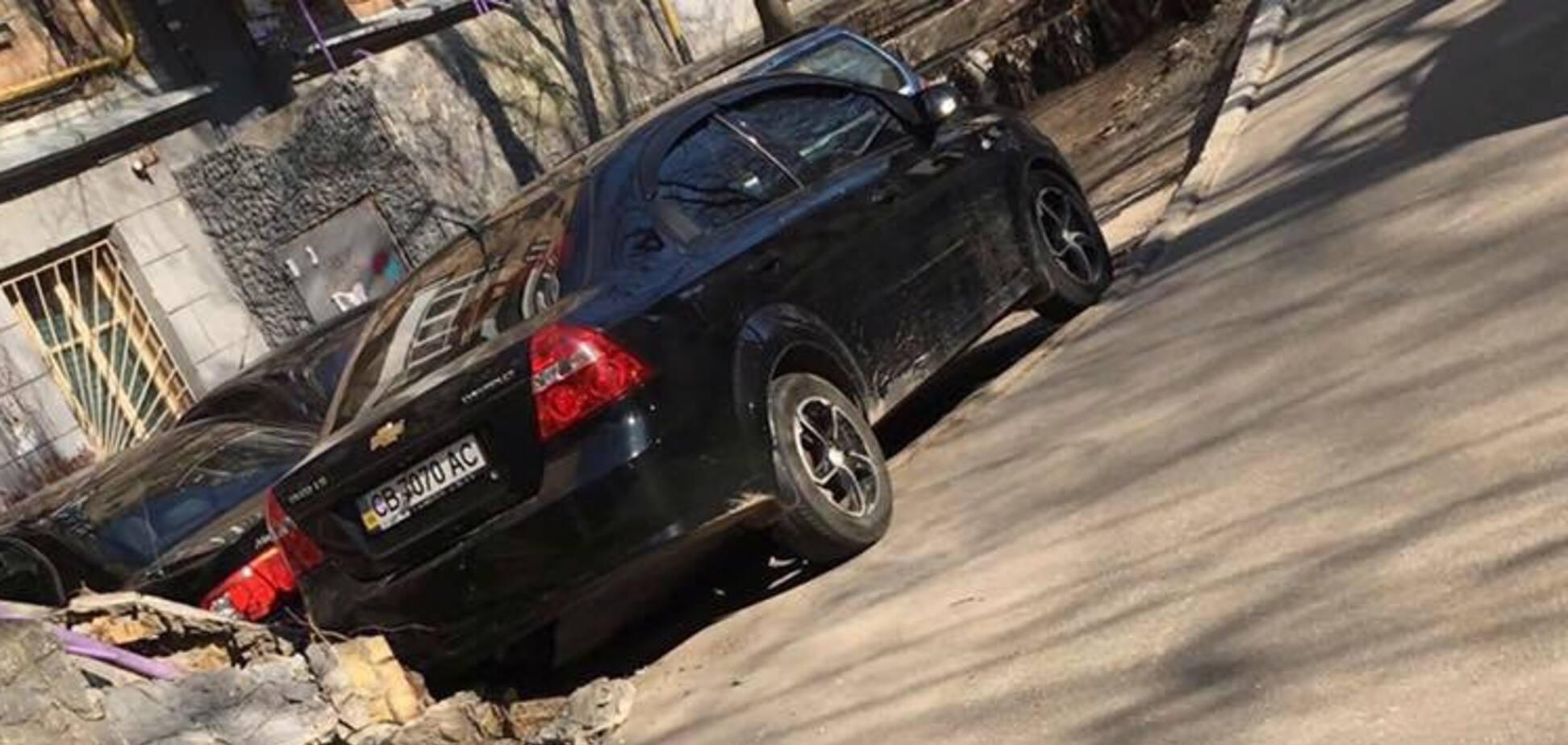 'Пластик міцніший за цеглу': у Києві 'герой парковки' здивував мережу