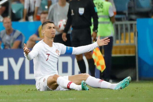 Криштиану Роналду в футболке сборной Португалии