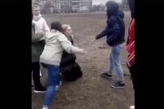 Поставили на коліна: у Києві дівчата-підлітки жорстоко побили школярку, мережа у гніві