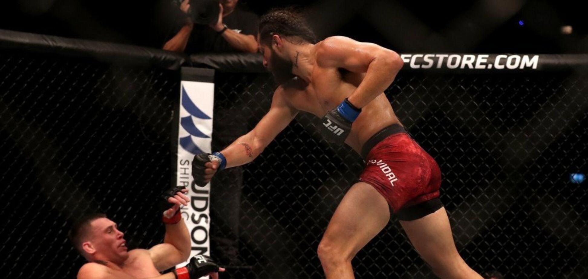 Топовый боец UFC избил соперника во время интервью - момент попал в эфир