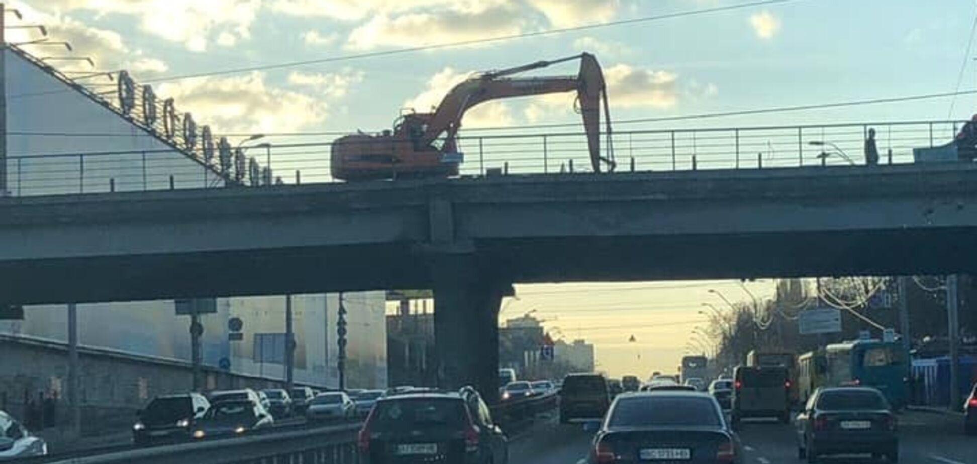 """На Шулявському шляхопроводі почалися роботи з розбору """"втомленого"""" мосту – КМДА"""