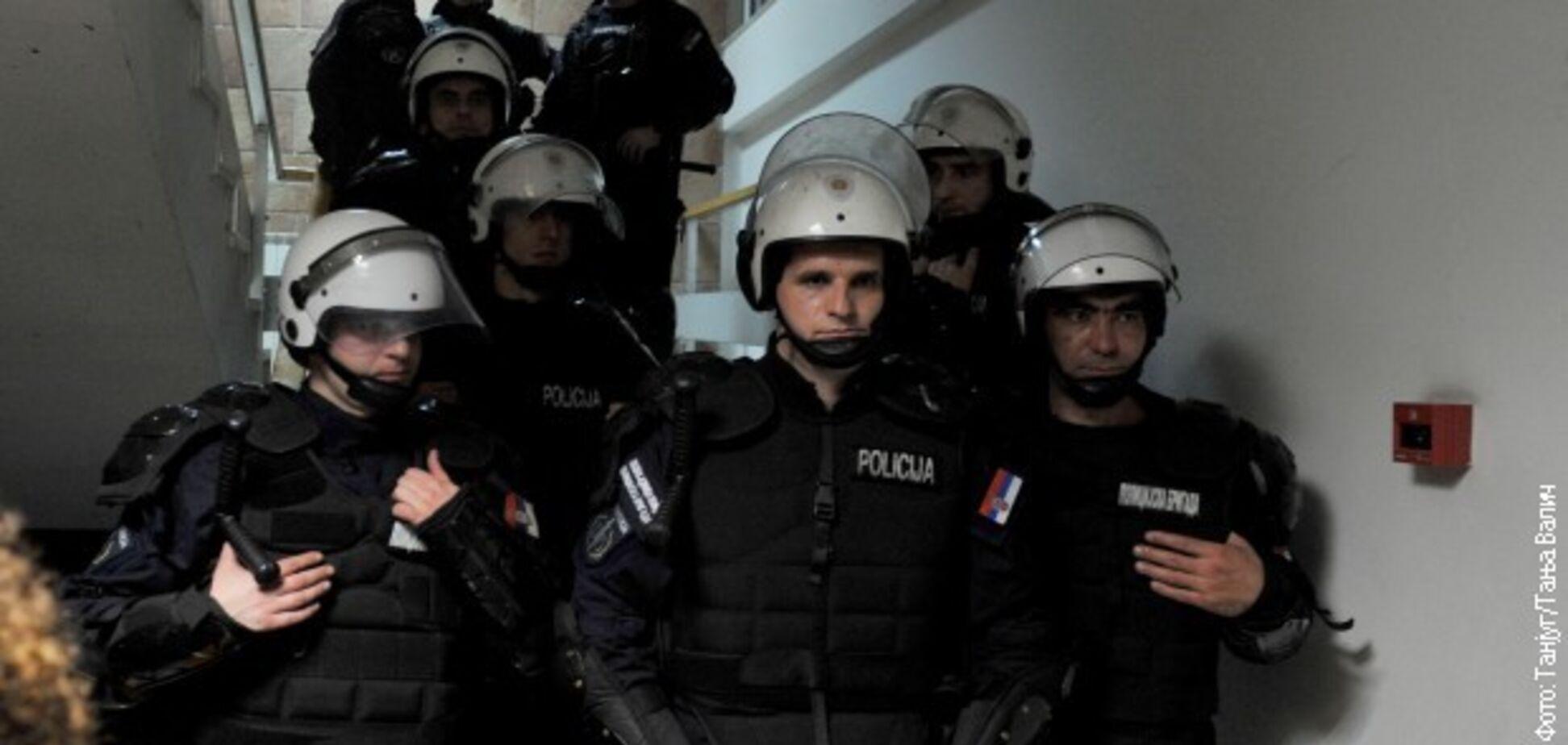 В ход пошли бензопилы: в Сербии вспыхнули массовые протесты против друга Путина
