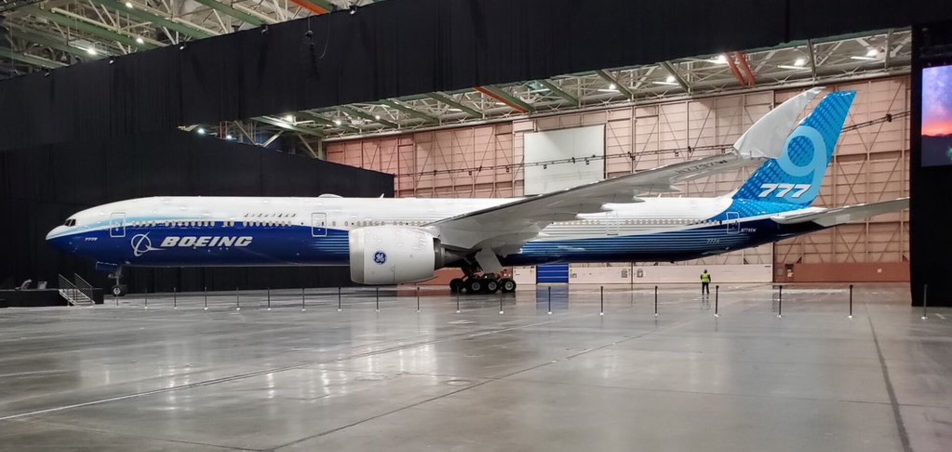 Самый длинный в мире: Boeing представил новый пассажирский самолет