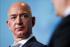 Стало известно, кто продал СМИ интимный компромат на главу Amazon